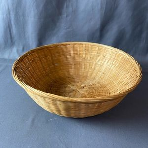 Vintage Round Tan Wicker Woven Bowl Basket Wall